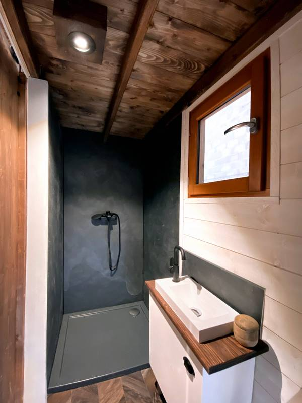photo tiny house Nanaïmo Pas de concessions pour la salle de bain !