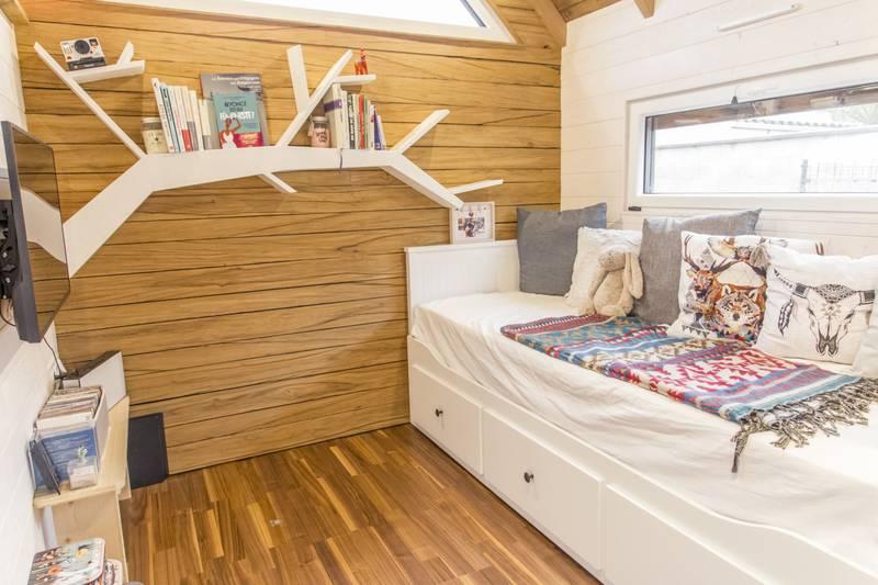 photo tiny house Petit Colibri Un espace salon très bien aménagé