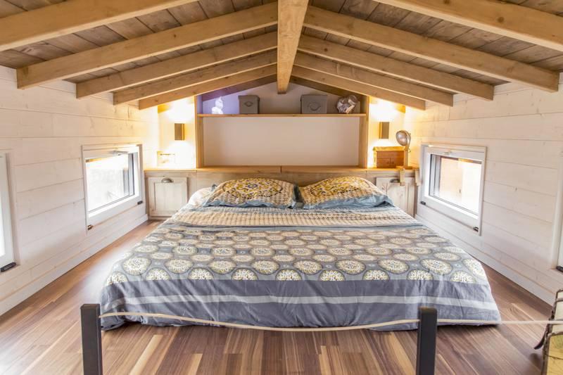 photo tiny house Petit Colibri Une magnifique chambre avec poutres apparentes