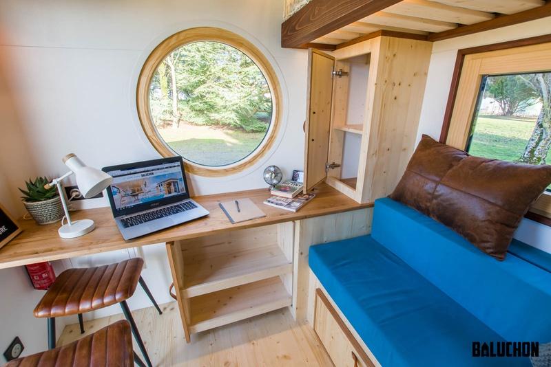 photo tiny house Nano Un coin cosy bureau et repos