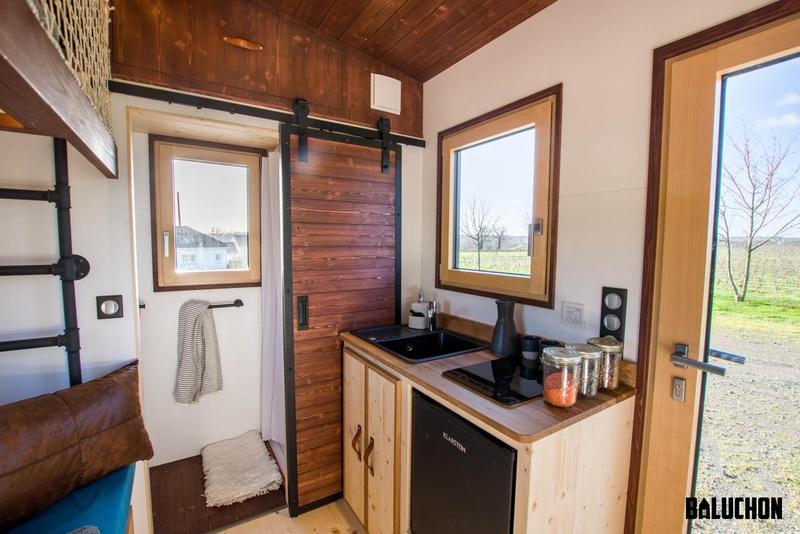 photo tiny house Nano Une cuisine équipée, même dans un si petit espace